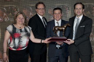 Trainer Kevin Attard (centre right) and owners Stephen Chesney (right) and Cory Hoffman (centre left) accept the award for Champion Male Sprinter, Calgary Cat from award winning writer Jennifer Morrison